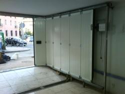 En su garage use puertas correderas en curva - Puertas de cochera segunda mano ...